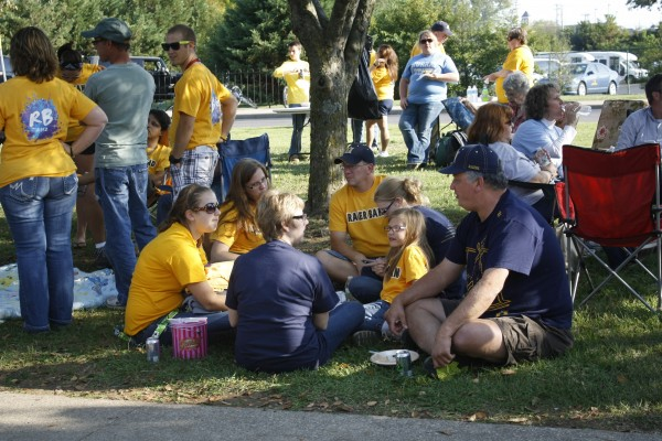 Family members gather for a picnic before the football game Saturday as a part of Family Weekend. || Kristen Allen/The News