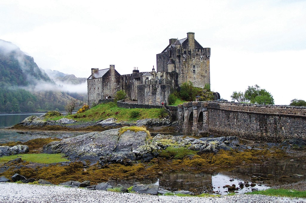 Photo contributed by the?Office of Study Abroad  While studying in Scotland, students will have the chance to visit famous landmarks such as Eileen Dolan Castle.