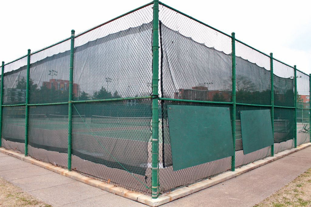 Jenny Rohl/The News A student, who chose to remain anonymous, was electrically shocked by the fence at the Bill Purcell Tennis Courts.