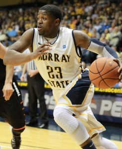 Senior guard Dexter Fields drives to the lane. Photo by Fumi Nakamura || The News