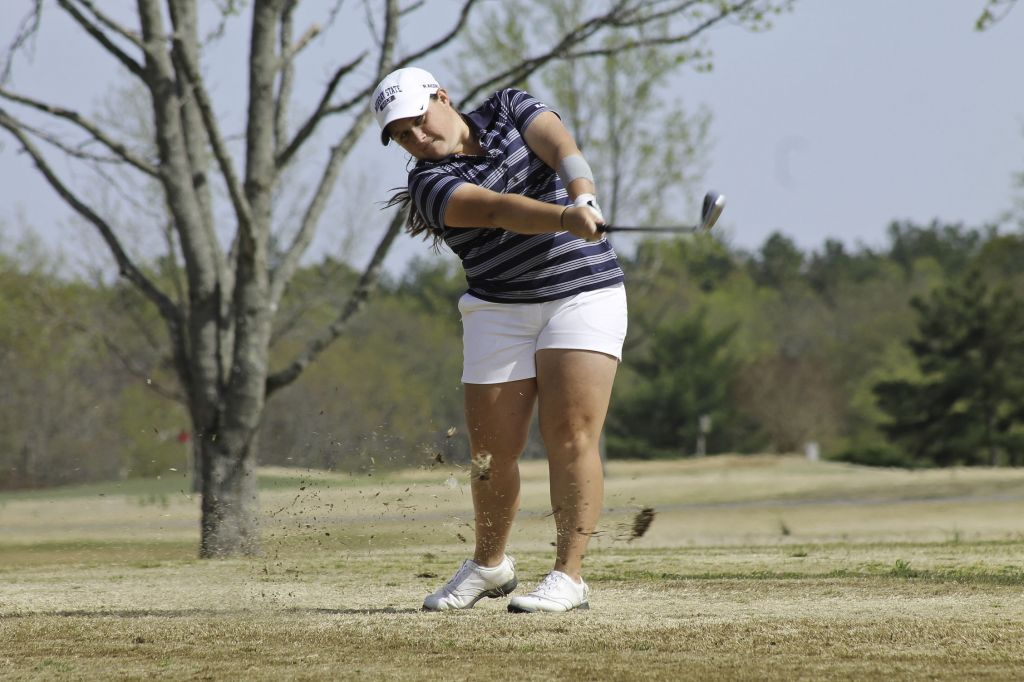 Jenny Rohl/The News Senior Delaney Howson practices at Frances E. Miller Memorial Golf Course last week.