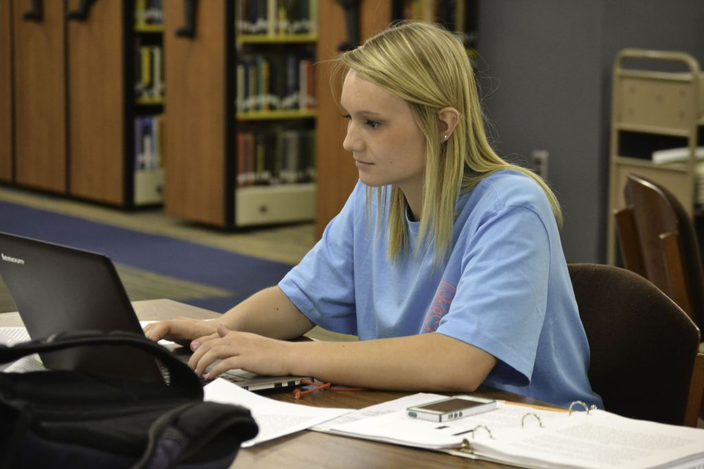 Megan Godby/The News Libby Menz, freshman from Sikeston, Mo., studies in Waterfield Library.