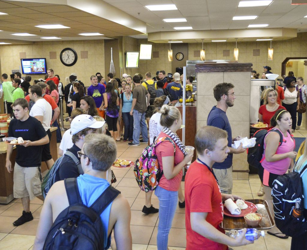 Hannah Fowl/The News Students wait in long lines to get food and checkout during the T-Room's peak lunch hours.