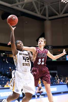 Jenny Rohl/The News Senior forward and guard Jashae Lee attempts a layup during their December 2 game against the Southern Illinois University Carbondale Salukis. The Racers lost 70-57.
