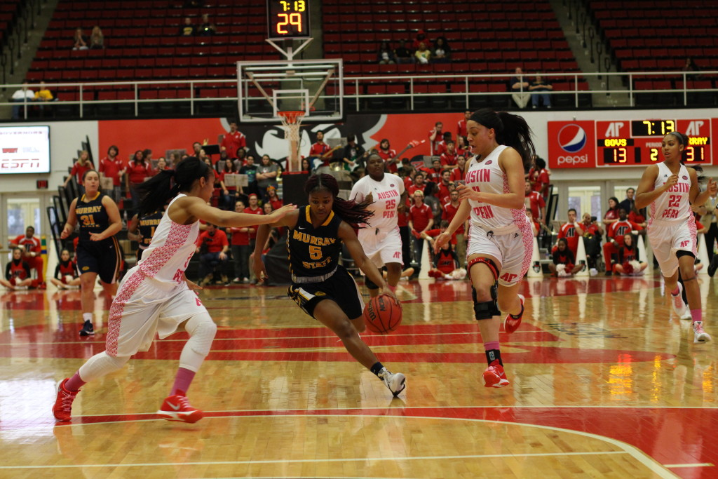 Nicole Ely // The News Sophomore guard Jasmine Borders comes down the court for a layup at the Austin Peay game Saturday.