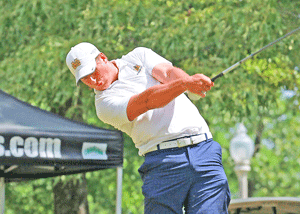 Contributed by David Winder – Murray State Athletics Duncan McCormick, senior from Morganfield, Kentucky, shot a 1-under-par on the first day of the OVC Tournament.