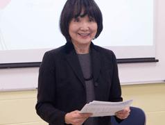 Nahiomy Gallardo/The News Yoko Hatakeyama, senior lecturer of Japanese, teaching an advance Japanese class.